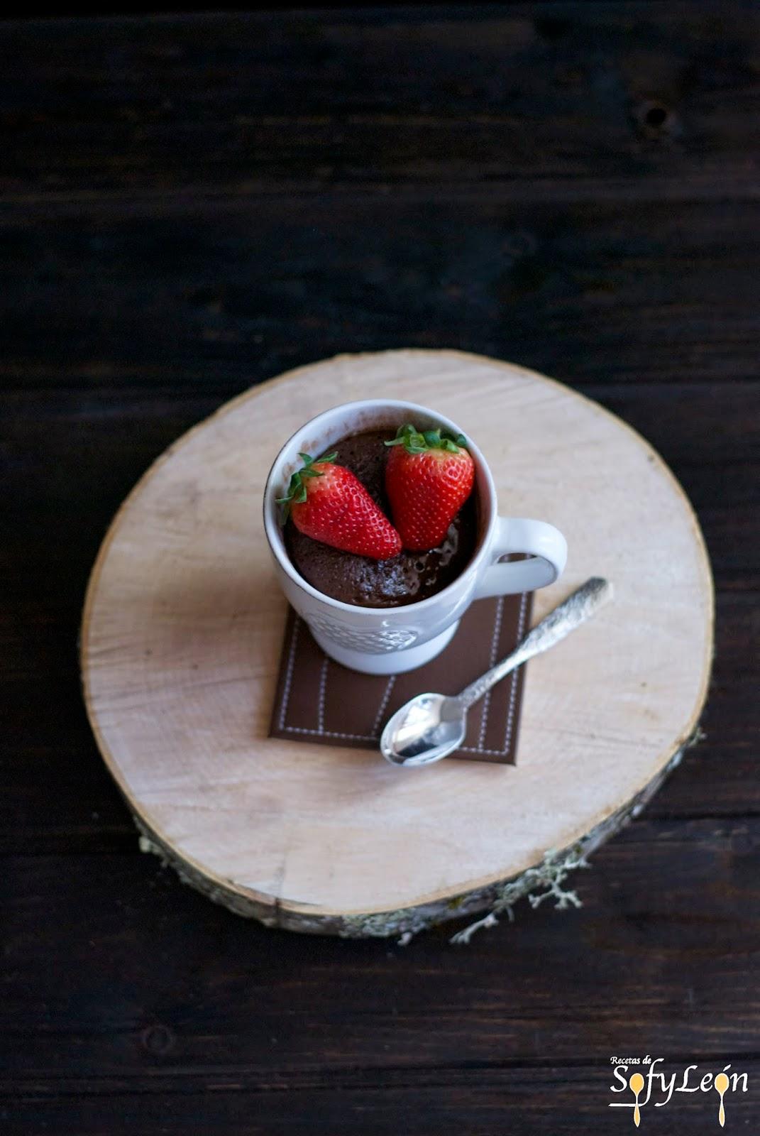 Receta de mug cake de dos chocolates.