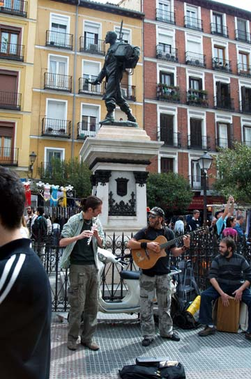 Breve historia de el rastro caminando por madrid - Cascorro madrid rastro ...