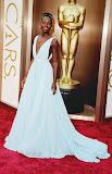 Лупита Нионго в ефирна светлосиня рокля на Прада на Оскари 2014