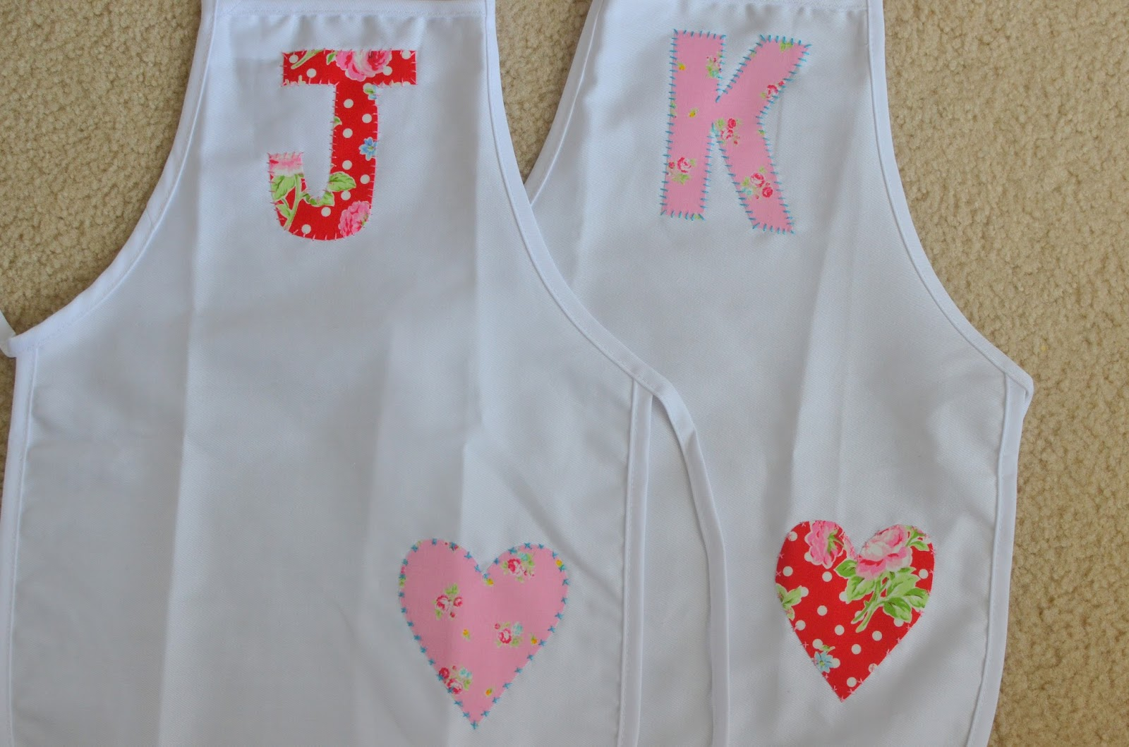 White apron hobby lobby - I Made These Appliqued Aprons Birthday Gifts For Two Of My Nieces Who Live In New York The Aprons Are Pre Made Ones From Hobby Lobby I Used Heat N Bond