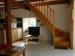 Accès au 1er étage par un joli escalier en bois