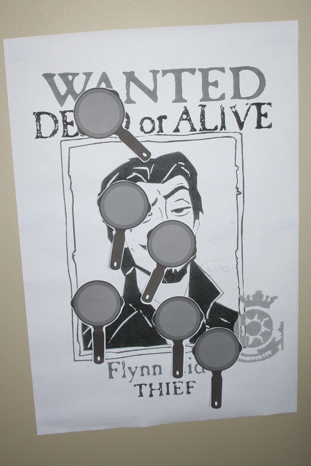Flynn Rider Wanted Poster http://dreamingofstitches.blogspot.com/2011/04/rapunzel-birthday-party-activities.html