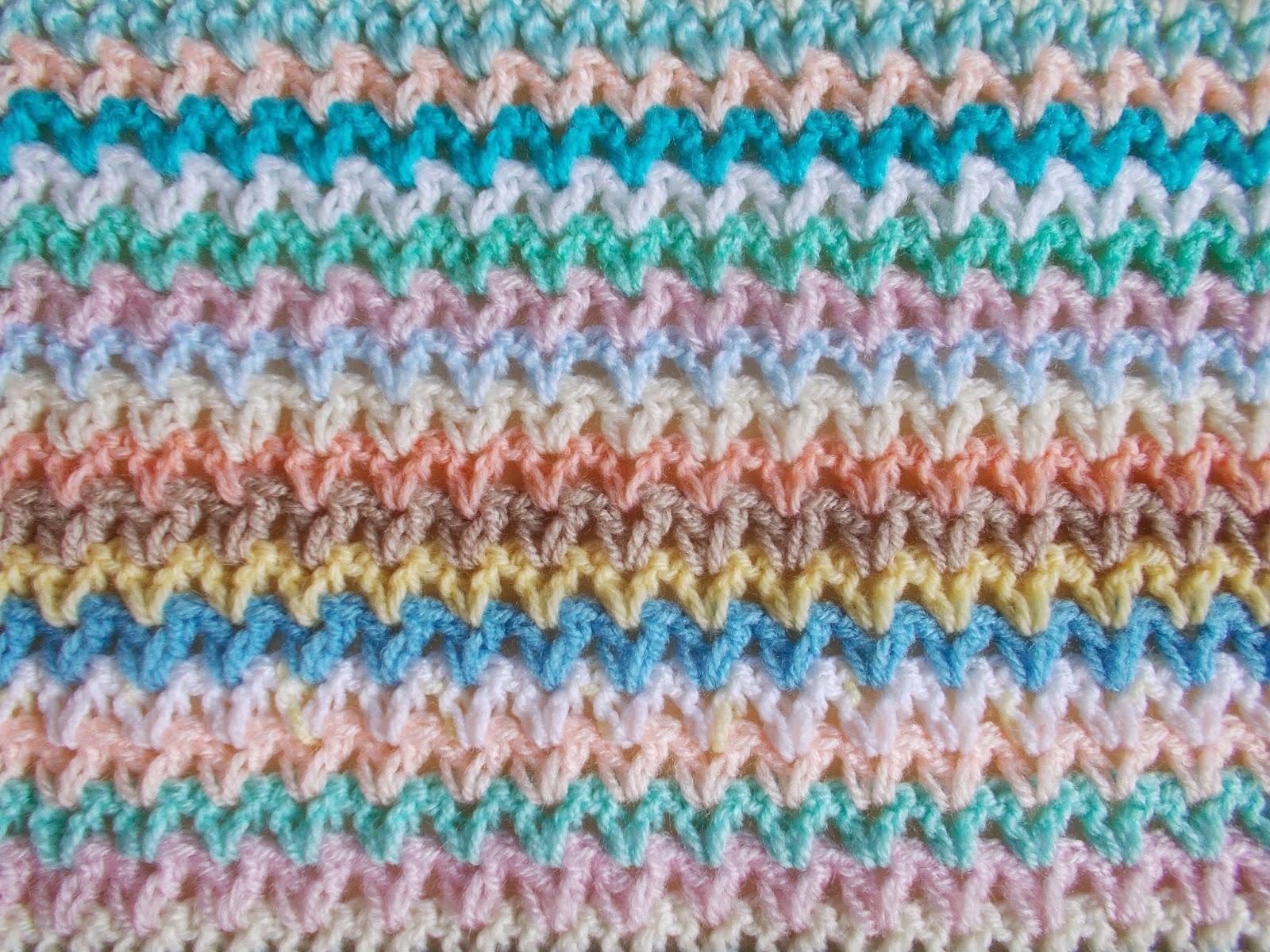 Marianna\'s Lazy Daisy Days: V-stitch Blanket