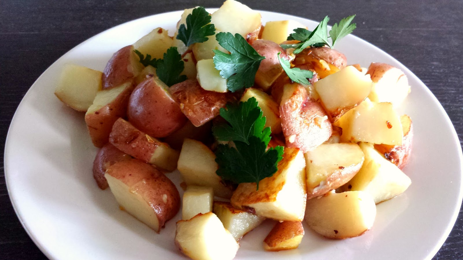 SucreSuKo: Garlic Roasted Potatoes
