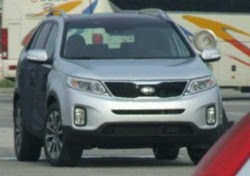 Facelifted Kia Sorento caught completely undisguised