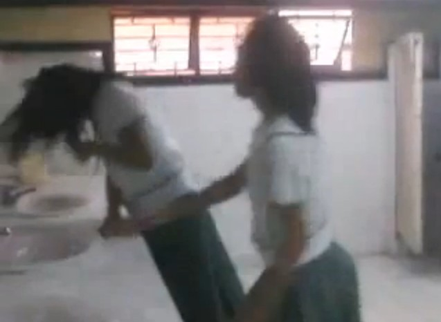 Fort Bonifacio High School Girl Student Bullied by Classmates.