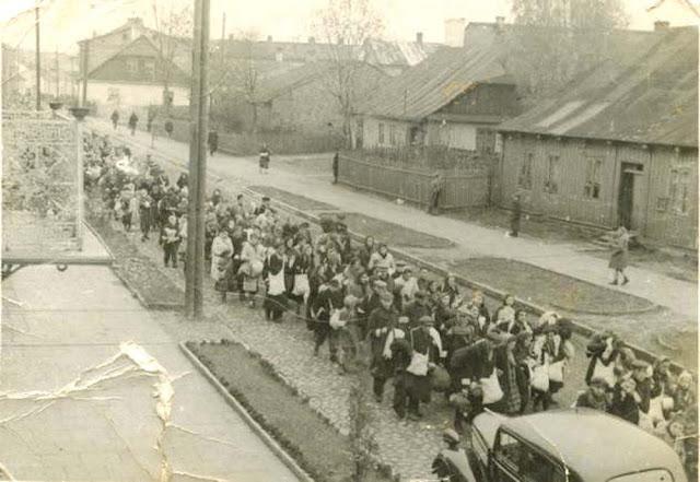 Końskie. Deportacja Żydów, około 1942 (Z kolekcji Mariana Chochowskiego - serdeczne podziękowania za udostępnienie fotografii).