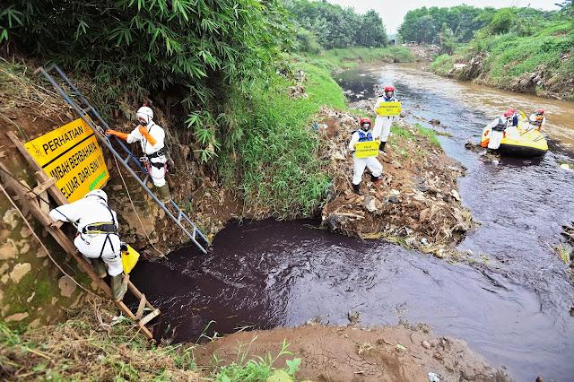Greenpeace Beraksi Sorot Pencemaran Citarum