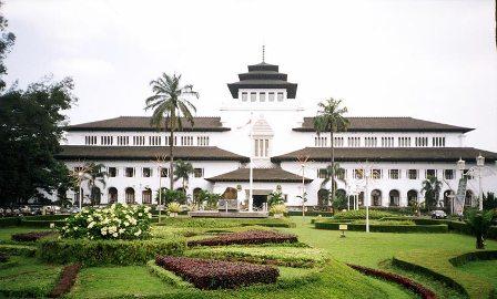 Tempat Bersejarah di Indonesia - Gedung Sate