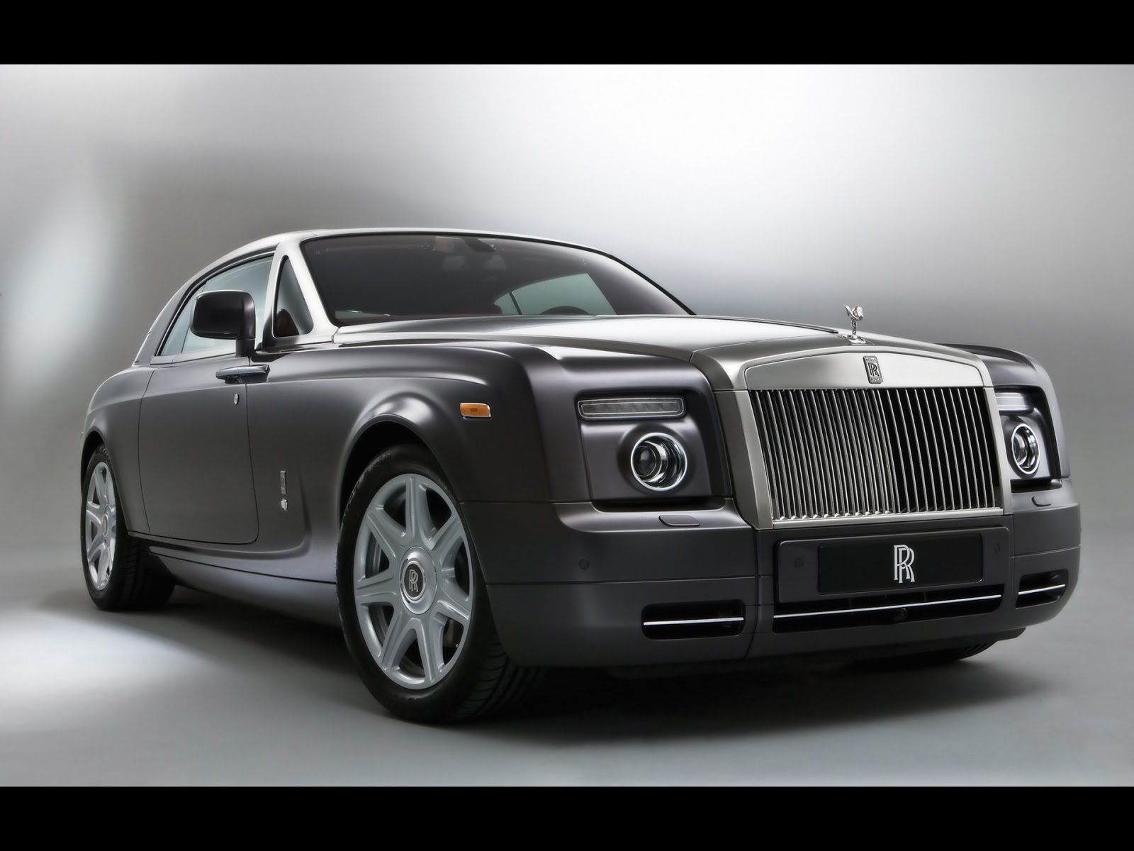 World4Car: Rolls Royce Phantom Information and Wallpaper