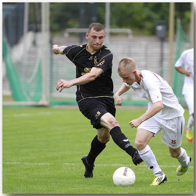 Steffen Kellig (FSV Zwickau) und Kevin Kruschke (Berliner AK 07)