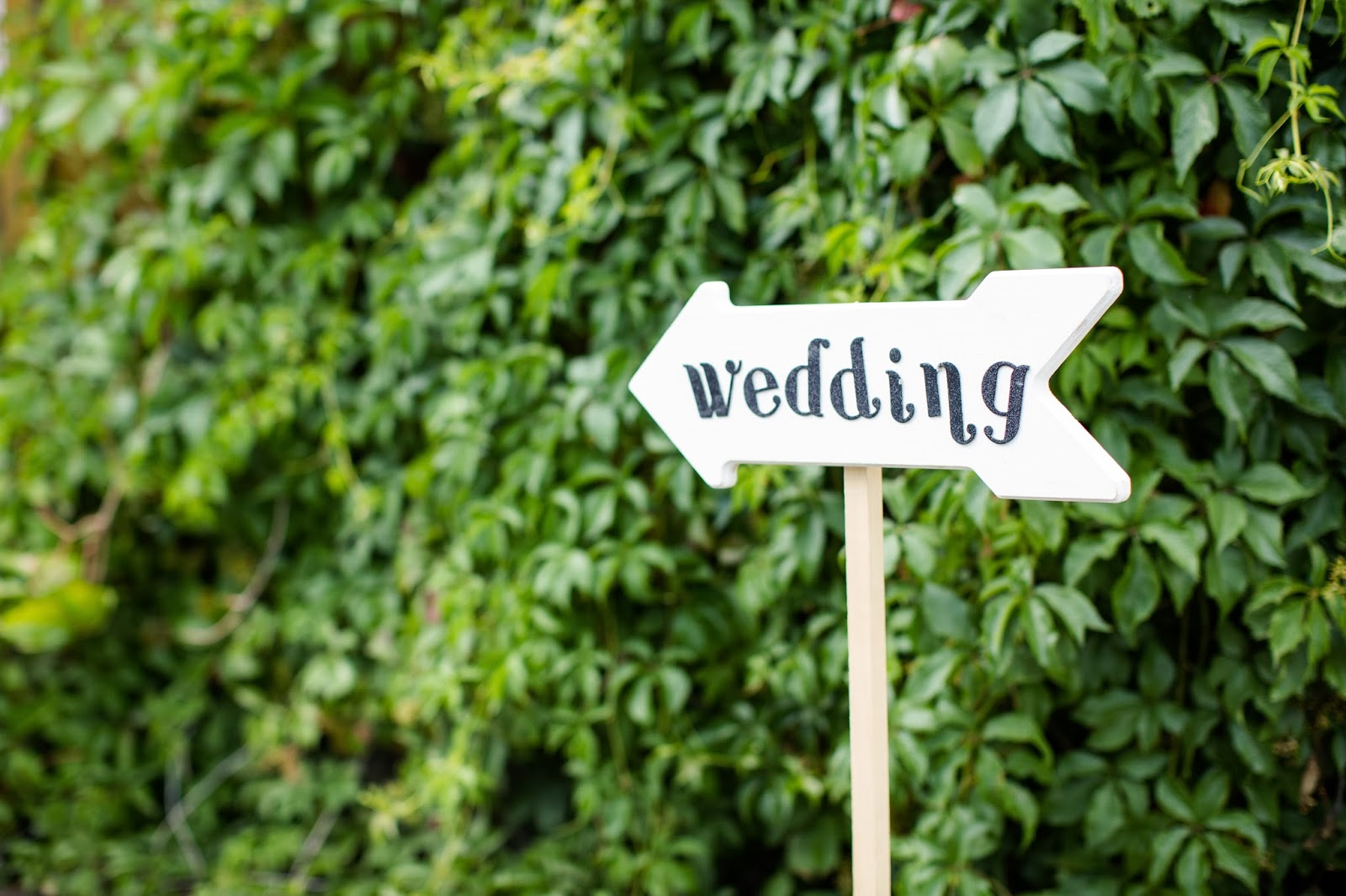 wedding arrow sign  // Huong Forrest Photography // Take the Cake Event Planning
