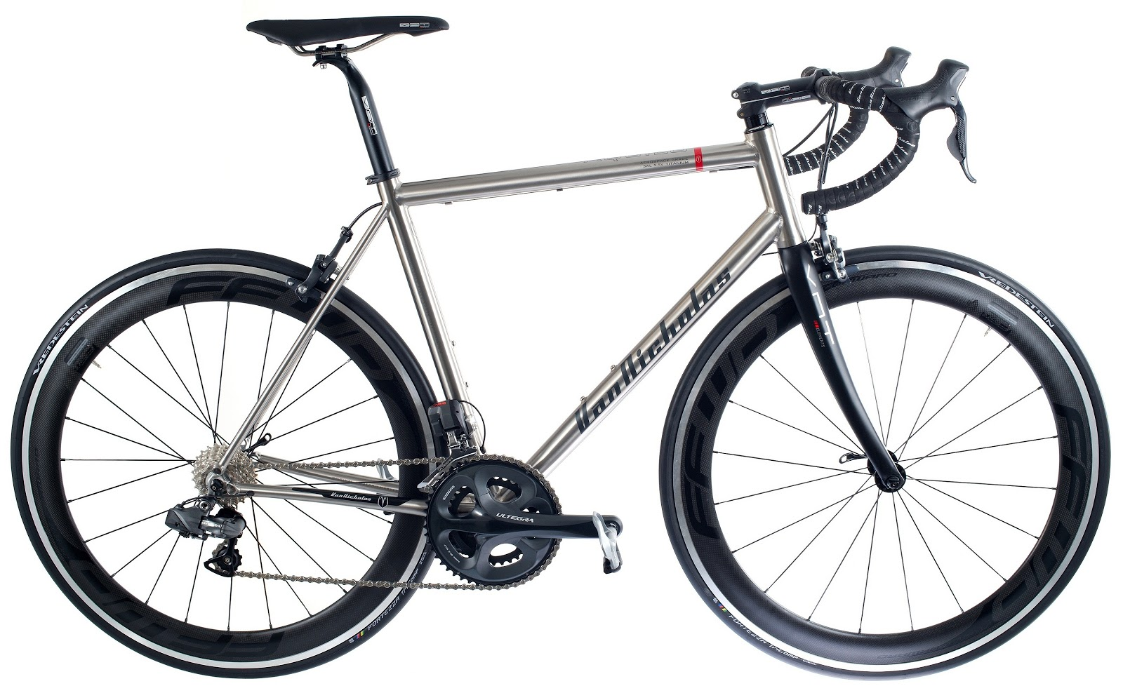 FranMagacine: Bici de titanio aerospacial para volar sobre dos ruedas