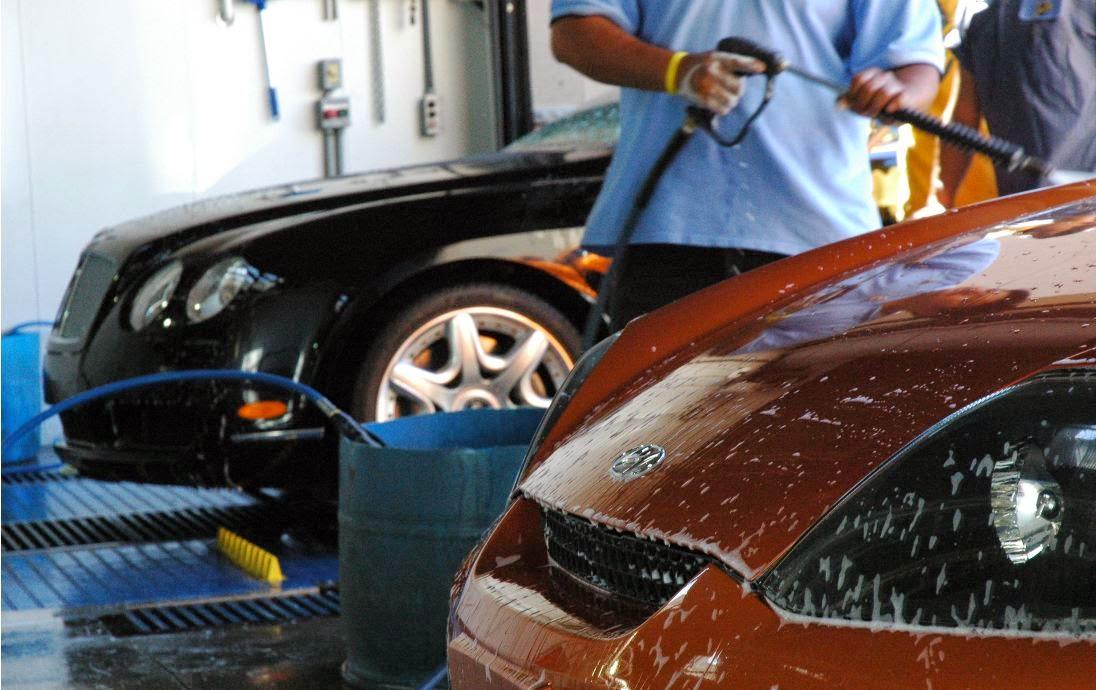 Si lavas el coche a mano...
