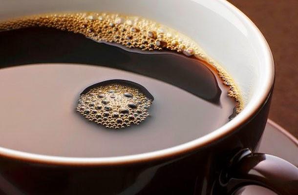 Egy csésze fekete kávé