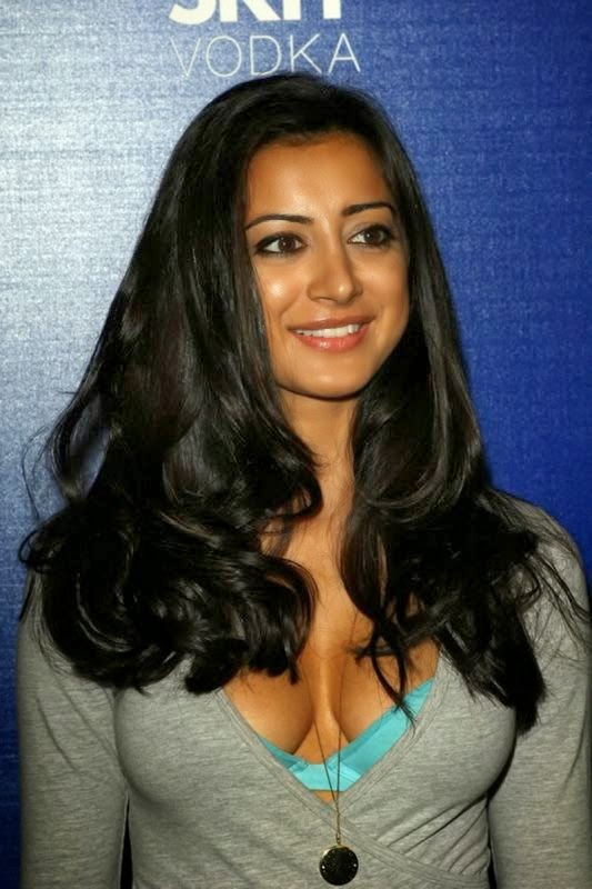 Noureen Dewulf Hottest HD Huge cleavage Pics showing her blue bra