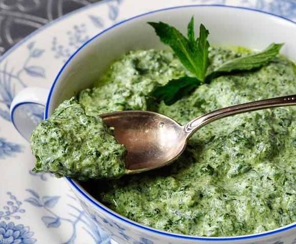 Confessions of a spoon: Spinach and yogurt dip (Ispanak borani)