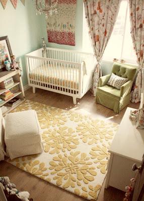 Dormitorio bebé alegre colorido