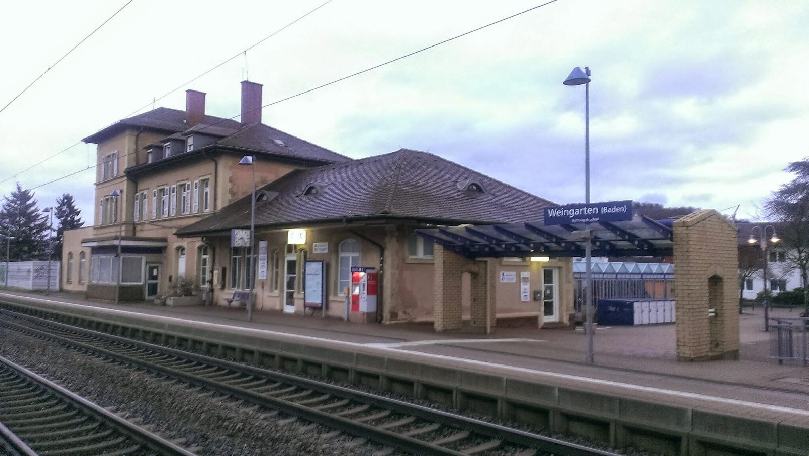 鄰近小鎮的可愛車站