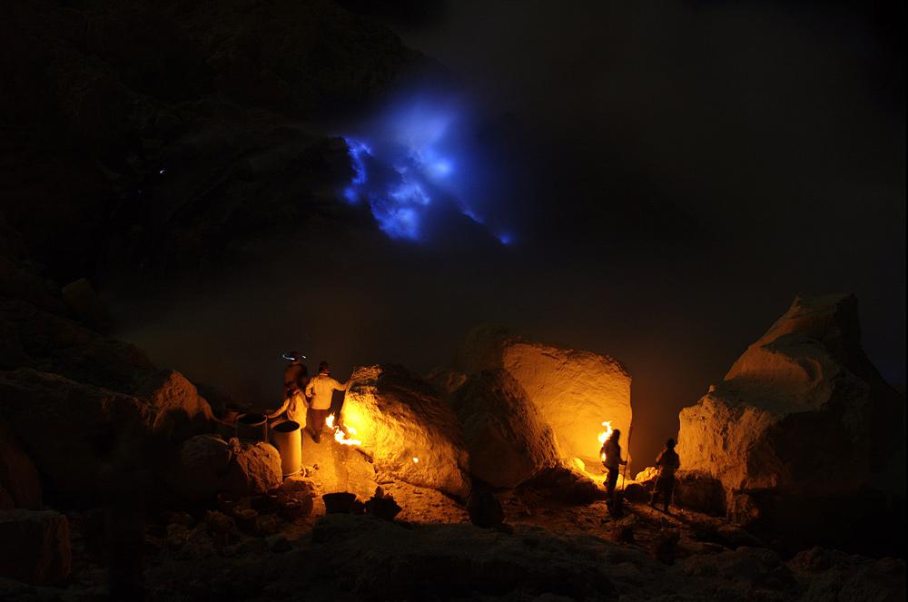 Akses Menuju Api Biru Di Kawah Gunung Ijen Banyuwangi