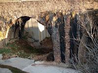 L'Aqüeducte del Riu d'Or vist des de la Casa del Sequiaire