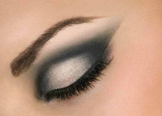 How to do the perfect smokey eye makeup