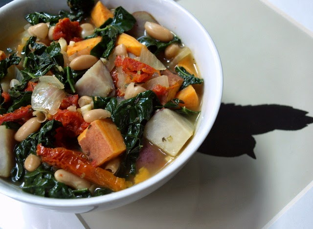 THE SIMPLE VEGANISTA: WINTER POTATO, WHITE BEAN & KALE SOUP