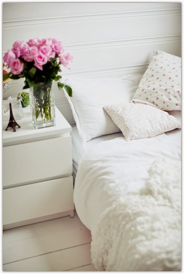Art Symphony: White bedroom, Pink roses