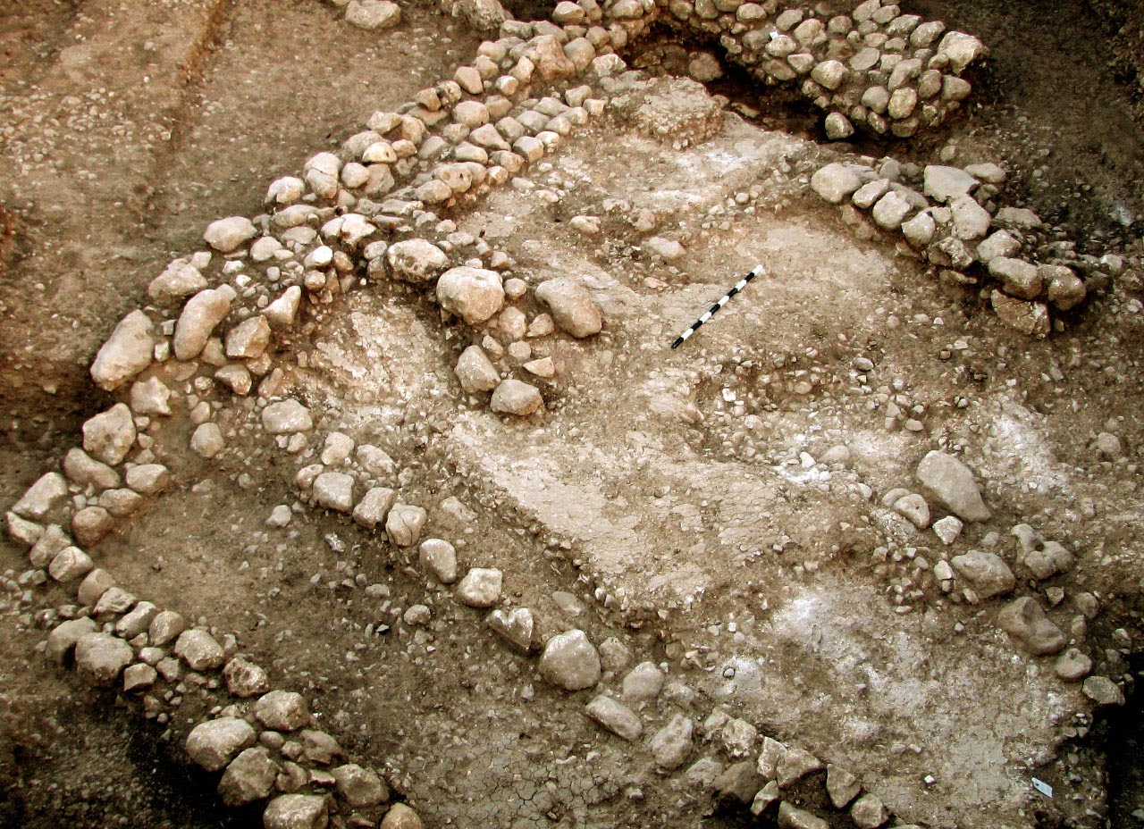 10,000 year old house unearthed in Israel