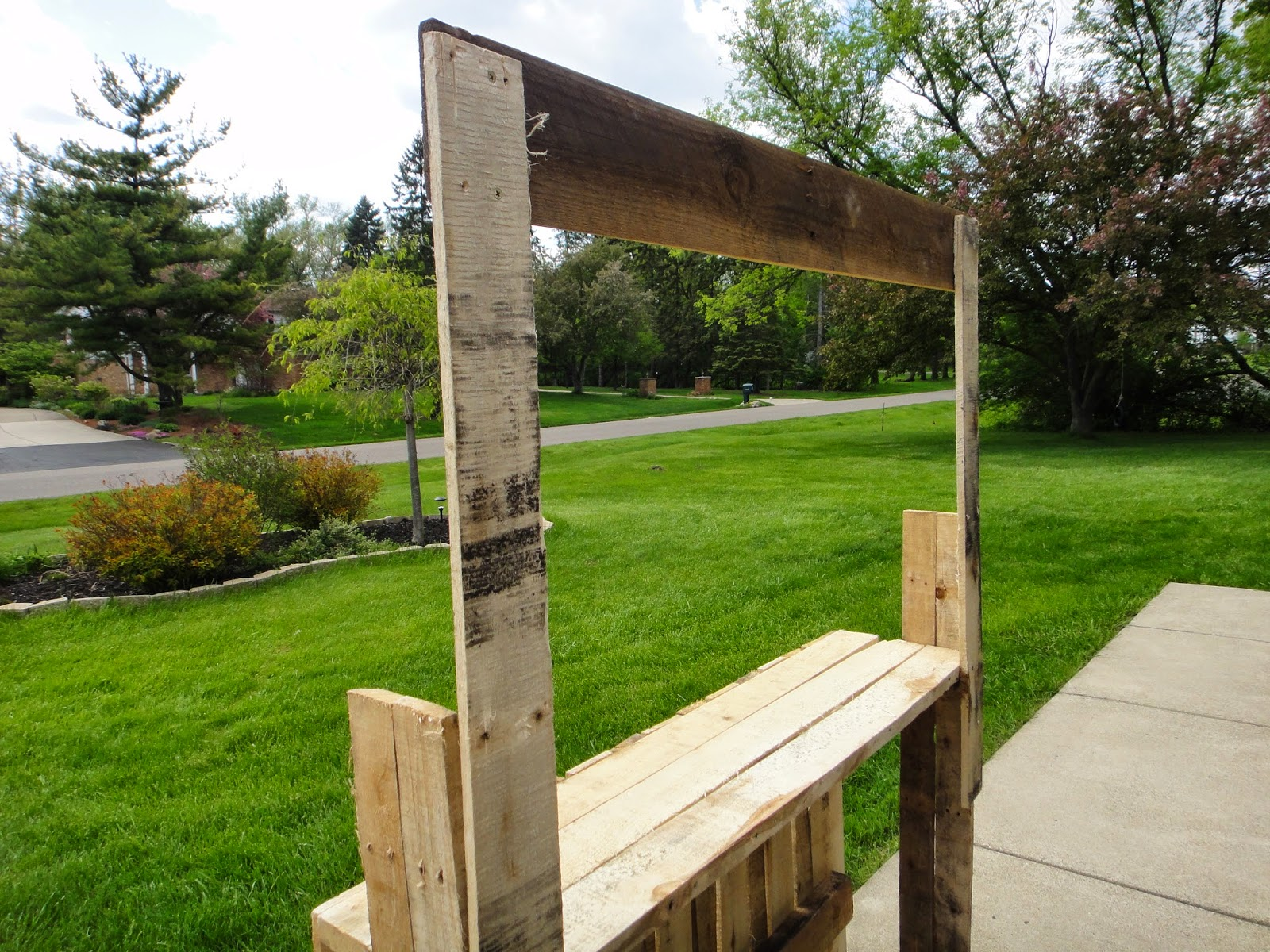 how to make a lemonade stand with pallets