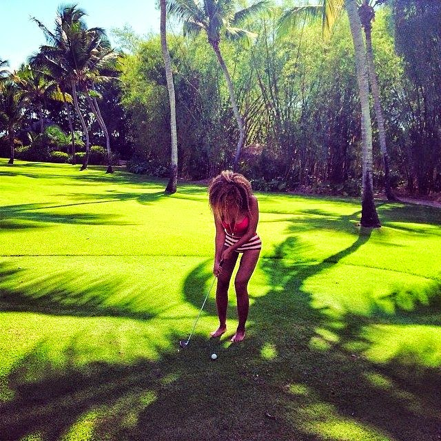 Beyonce Knowles scored a perfect ten in her unforgiving cut-away swimsuit as she playing a golf in the Dominican Republic on Thursday, April 10, 2014.