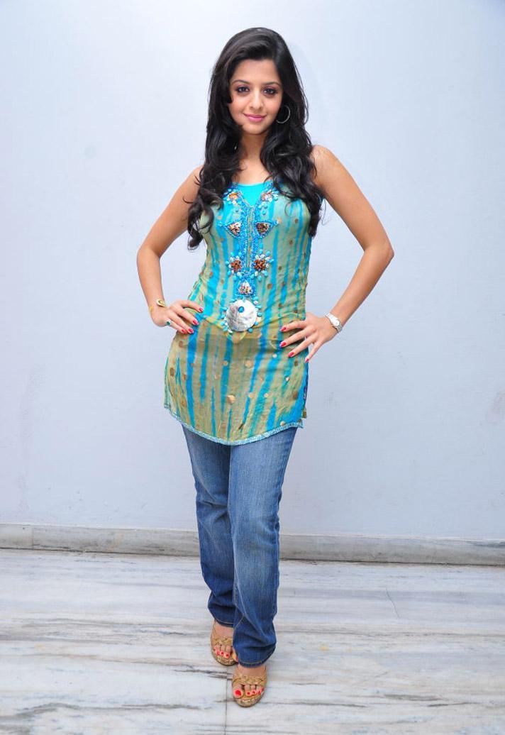 Vedika in Beuatiful Light Blue Sleeveless Kurta and Denim Jeans Spicy Pics