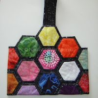 http://nannycraft4u.com.au/2015/08/spin-the-pins-make-a-hexie-bag/