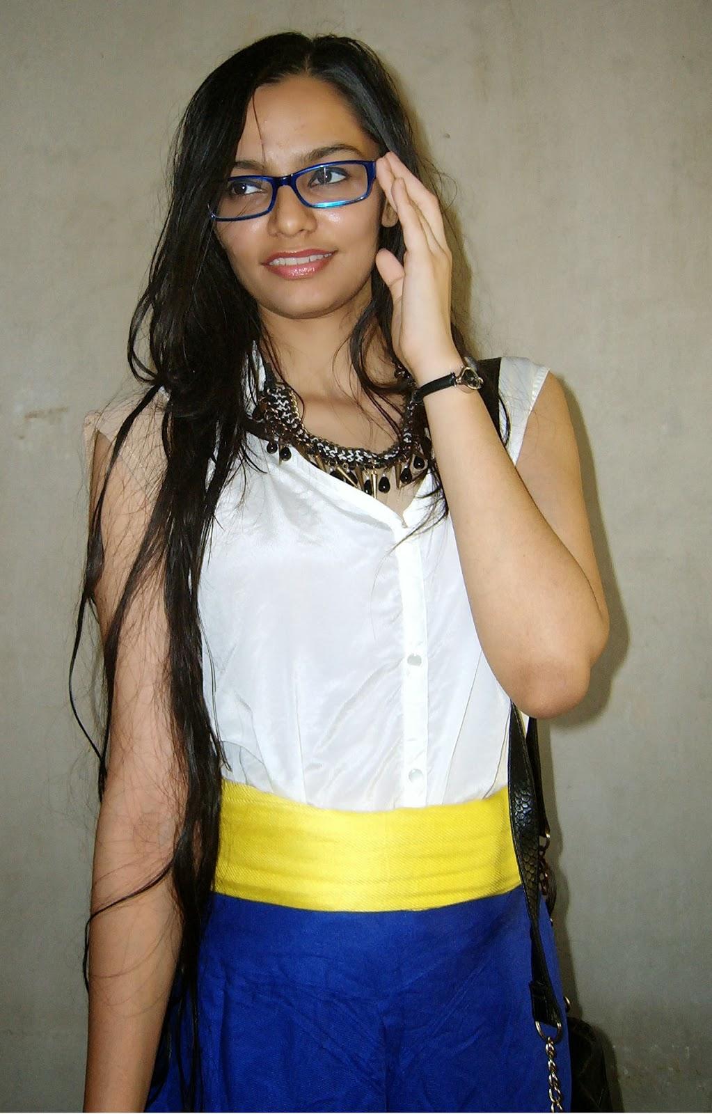 geek chic, mumbai streetstyle, how to wear statement necklaces, blue glasses, mumbai fashion blogger