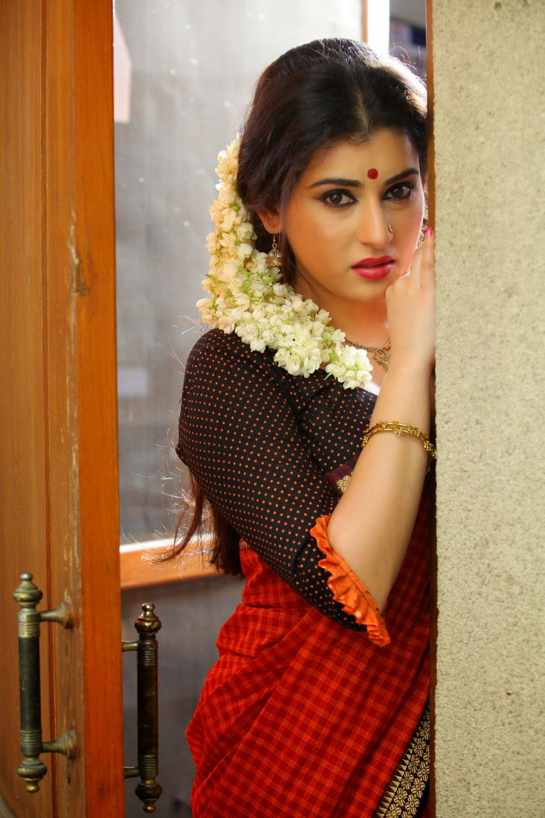 Archana veda in red saree photos-HQ-Photo-19