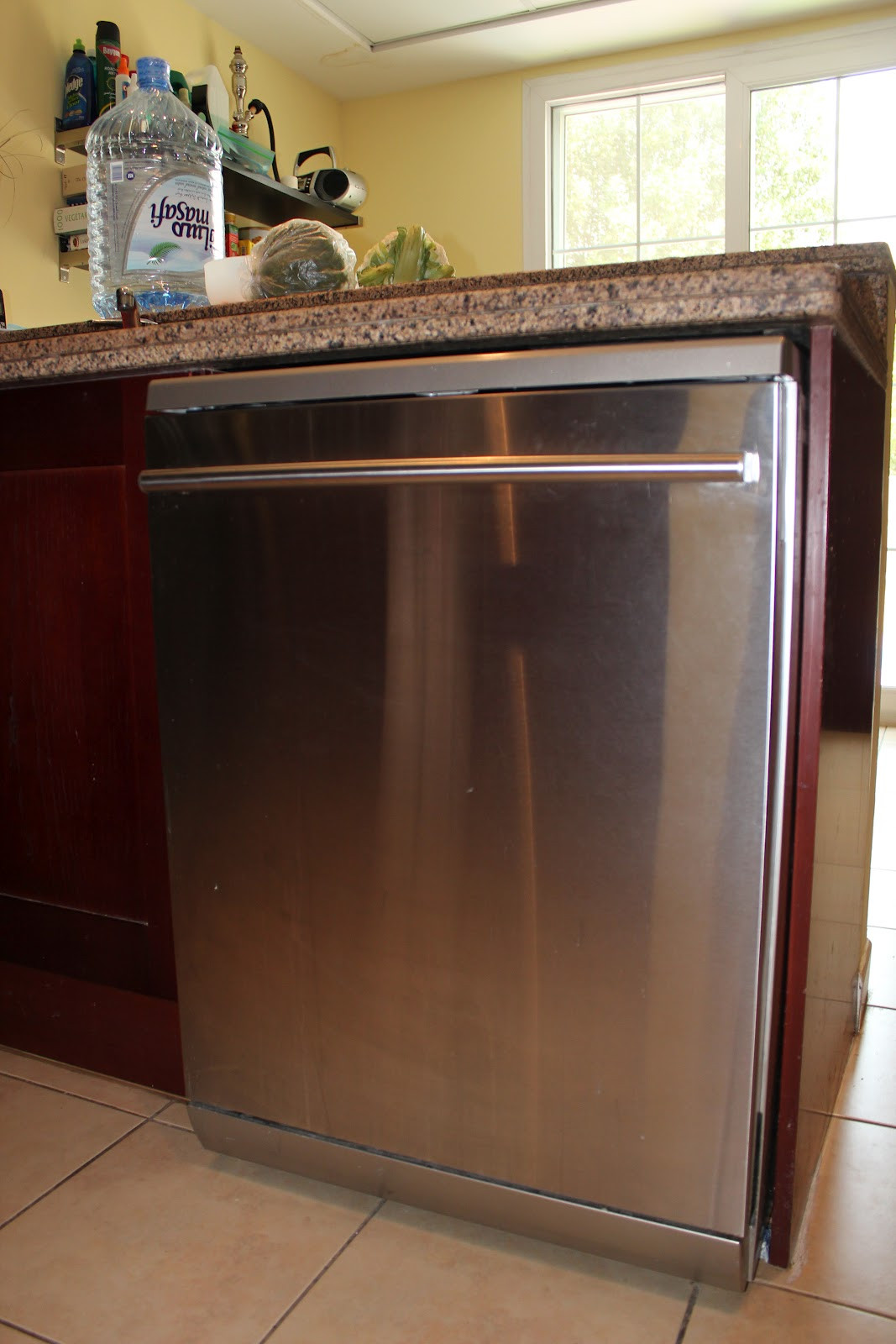 Table Top Dishwasher Dubai : LG Dishwasher with hidden control panel - 900AED
