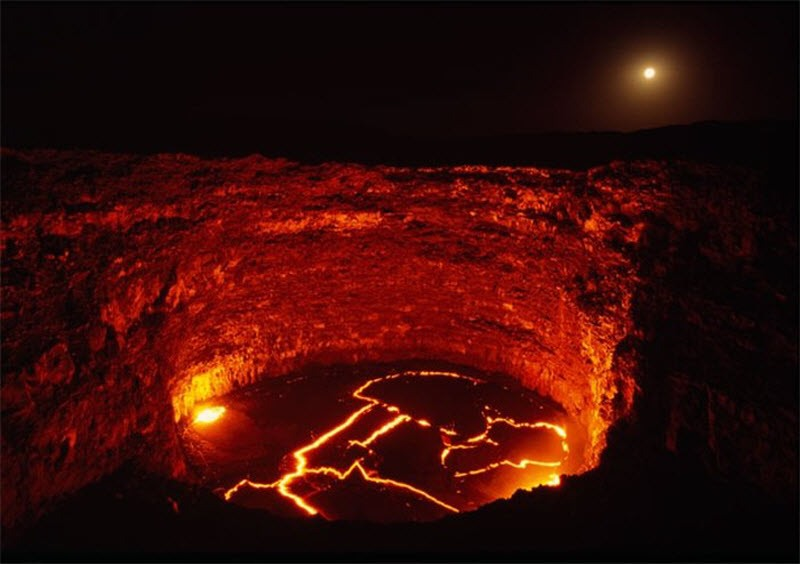 Qu pasar a si te cayeras en un volc n con v deo for Temperatura lava
