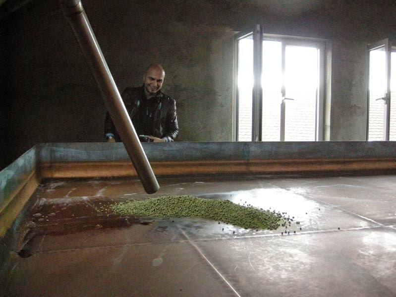 Weinexperte wartet auf die Würze