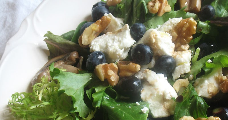 Blueberry and Goat Cheese Salad with Mushrooms | Lisa's Kitchen ...