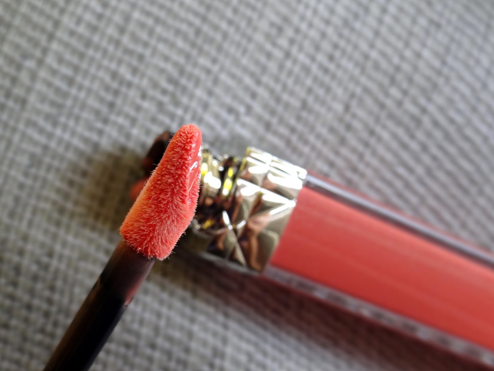 Dior Rouge Brilliant in Victoire 808 Applicator