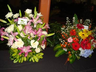 Arreglos de clausura per 250 se coron 243 ce 243 n en - Adornos florales para casa ...