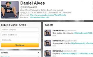 La cuenta de Twitter de varios futbolistas fue 'hackeada' durante la disputa del Barça-Madrid. Entre ellos, la de varios azulgranas. Alves, Mascherano, Jonathan Dos Santos y Sergi Roberto fueron víctimas del ataque en la red.. Además, otros futbolistas como Márquez, Bojan, Aguero, De Gea o Nasri también vieron 'hackeadas' sus cuentas de twitter durante el encuentro. Parece ser que el 'hacker' procede de México y hace varios días ya suplantó la identidad de varios periodistas de ese país. Sports.es