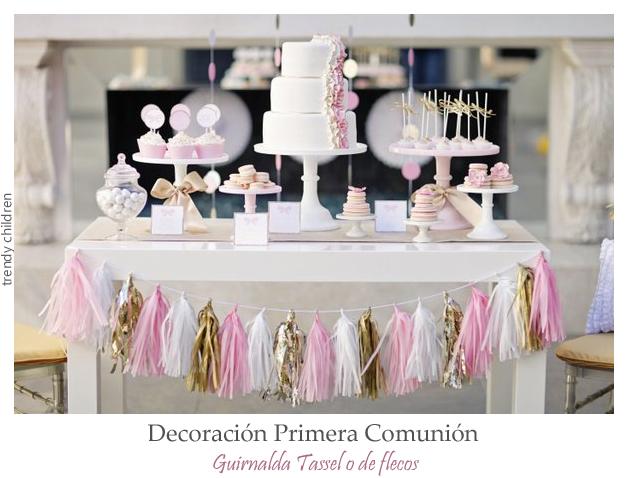 decoración primera comunión mesa de chuches candy bar guirnalda de flecos tassel