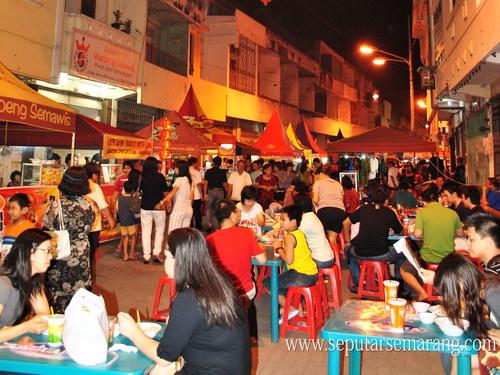 Suasana Romantis Pasar Semawis