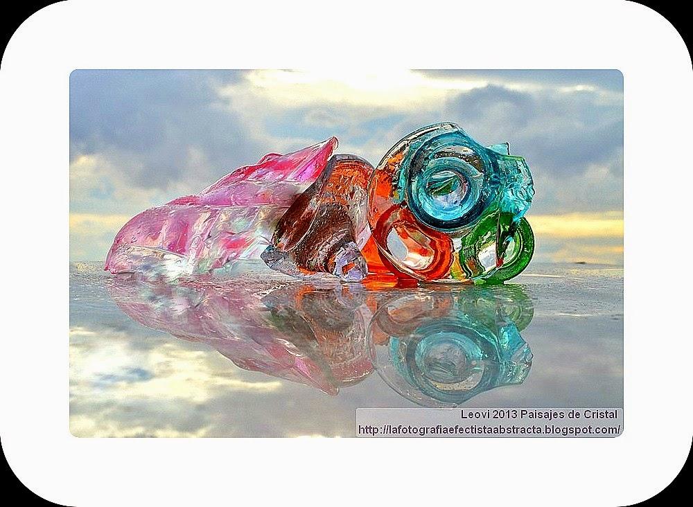 Abstract Photo 3215 Crystal Landscape 168  A broken heart full of forgotten rings - Un corazón roto lleno de anillos olvidados