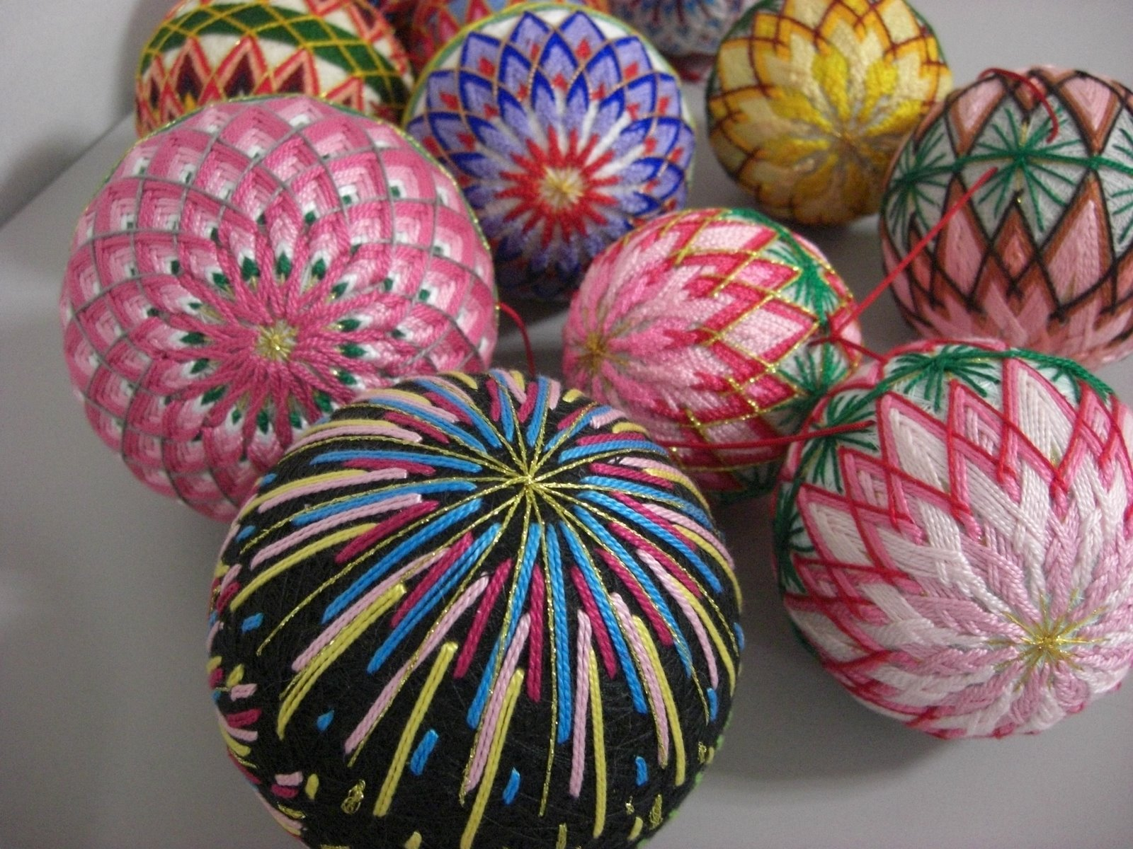 Manualizando bolas temari - Bolas de hilo ...