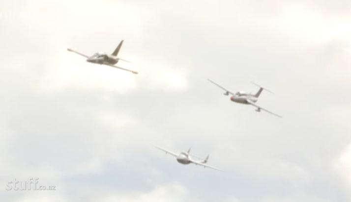 http://www.stuff.co.nz/southland-times/news/9961748/Storms-fail-to-dampen-excitement-for-airshow-crowds