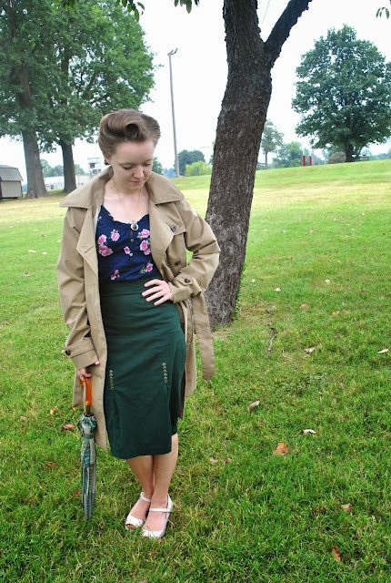 Flashback Summer: Fall Beginnings- 1940s 1950s vintage raincoat outfit, umbrella