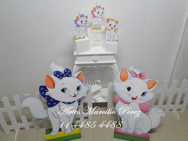 Conjunto Gatinha Marie com 5 personagens 2 de chão e 3 de mesa R$ 270,00