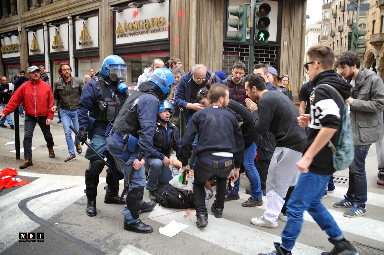 Momento carica della polizia Torino